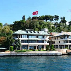 İstanbul Boğazı'nda ''sahte bina'' skandalı