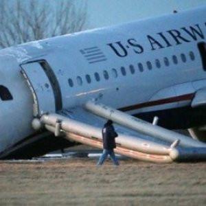 Askeri uçak düştü: Çok sayıda ölü var