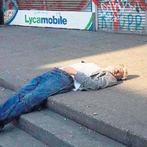 Ünlü oyuncu sokaklara düştü !