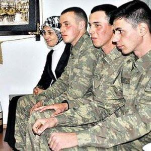 Yaralı Uzman Çavuş'un ailesi Ankara'da