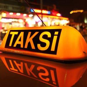 Hainler askerin bindiği taksiye saldırdı