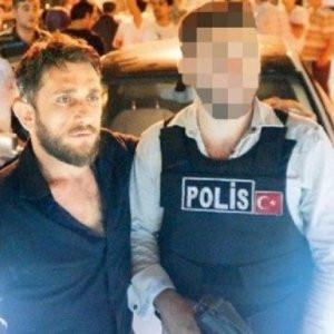 Saldırgandan polisle hatıra fotoğrafı