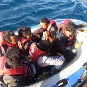Çanakkale'de kaçak teknesi alabora oldu !