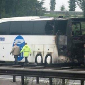 Otobüs bir anda alev aldı, yolcular son anda kurtuldu !