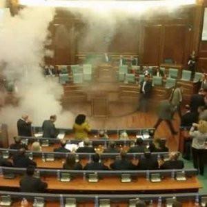 Meclis'te olay çıktı ! Biber gazı attılar...