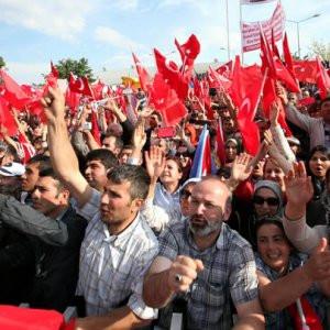 AK Parti iktidar için seferberlik ilan etti