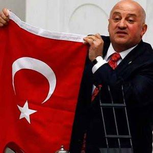 Türk Bayrağı ile ''şova'' ses yok !