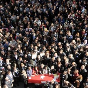 Hastanede öldürülen doktoru binler uğurladı !