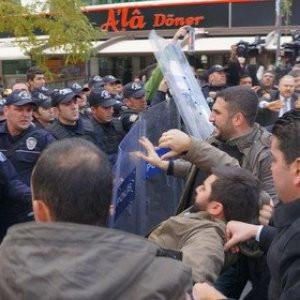 Can Dündar eylemine polis müdahalesi