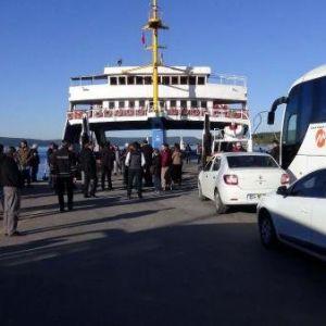 Feribot iskeleye çarptı: 13 yaralı
