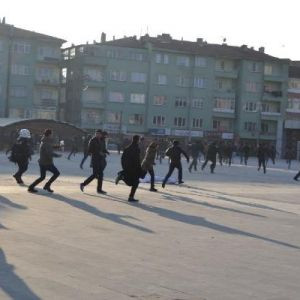 'Katil devlet' sloganı atan HDP'lileri kovaladılar