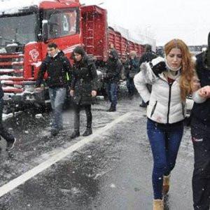 TEM'de iki kaza birden: İstanbul'a ulaşım durdu