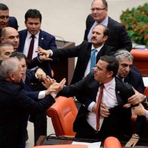 Meclis bildiğiniz gibi ! Yine kavga çıktı...