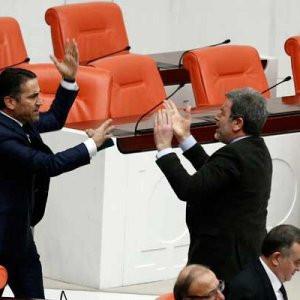 Meclis'te vekiller birbirine girdi