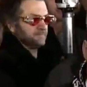 Mustafa Koç'un cenazesinde esrarengiz adam