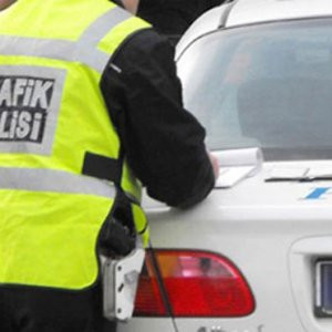 Vekile ve eşlerine trafik cezası yok !