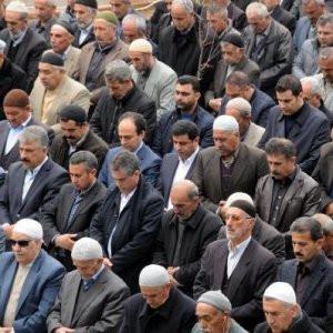 """Demirtaş cuma namazı kıldı: """"Adil barış önerin"""""""