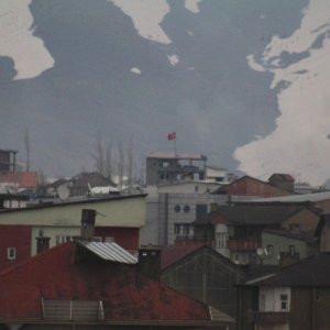Güvenlik güçleri oraya Türk bayrağı dikti