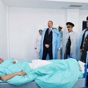 Aliyev'den yaralı askerlere ziyaret