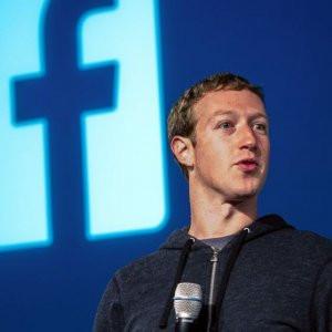 Mark Zuckerberg de laptop'unu bantlıyor !
