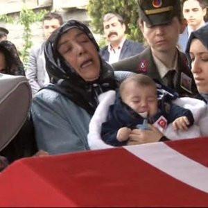 Şehit cenazesinde ağlatan veda