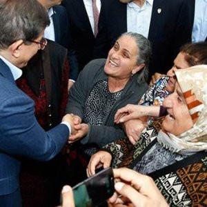 Vatandaştan Davutoğlu'na: Başbakanlığı bırakmayacaksın