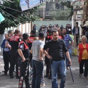 İzmir'de 200 kişi birbirine girdi !