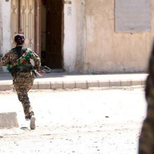 Teröristler okul önünde bekleyen kızları kaçırdı