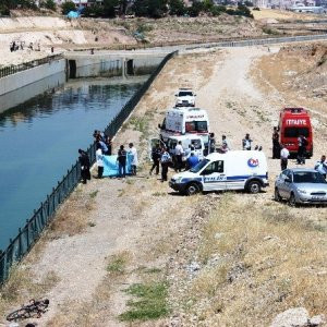 2 çocuk su kanalında boğuldu