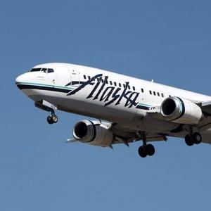 Uçakta taciz skandalı ! Öperken yakalandı