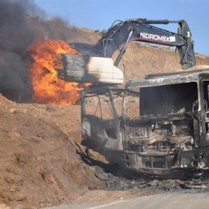 PKK iş makinesi yaktı !