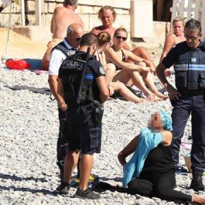 Fransa'da burkini yasağı askıya alındı
