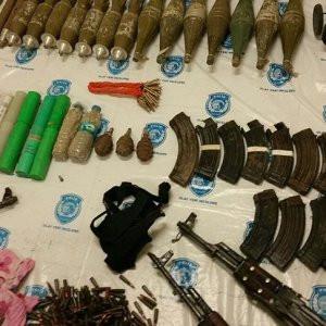 Van'daki operasyonda orduya yetecek silah ele geçirildi