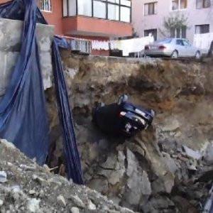 Maltepe'de istinat duvarı çöktü