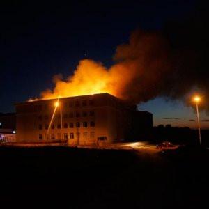 İmam hatip lisesinin çatısında yangın !