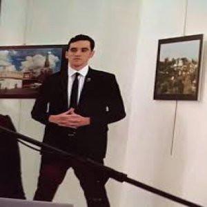Rus elçiyi vuran saldırgan öldürüldü