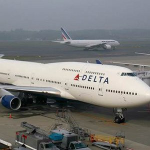 Arapça konuştukları için uçaktan indirildiler !