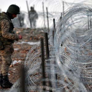 Sınırda 880 kişi yakalandı