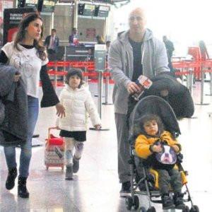 Oğluna çarpınca havalimanını birbirine kattı