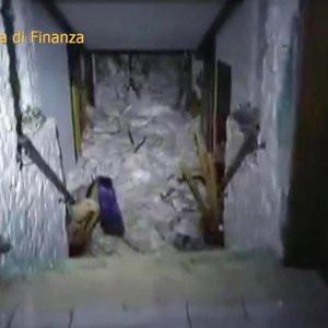İtalya'da çığ altındaki 6 kişiyle temas kuruldu