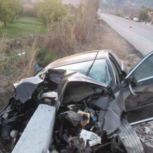 Kaza yapan sürücü ağır yaralandı