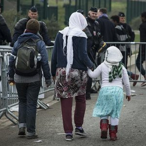 Fransa'dan sığınmacılarla ilgili şok karara imza attı