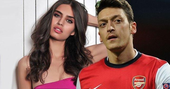 Amine Gülşe ve Mesut Özil arasında eski sevgili krizi ! - Resim: 4