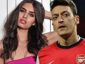 Amine Gülşe ve Mesut Özil arasında eski sevgili krizi !