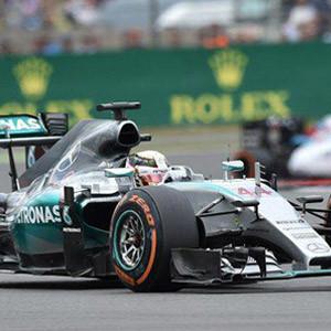 Lewis Hamilton kendi evinde zafere ulaştı