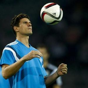 Gomez Fiorentina ile Amerika'ya uçtu !