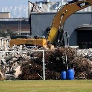 Alsancak stadının yıkım çalışmaları sürüyor