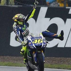 Valentino Rossi liderliğe yükseldi !