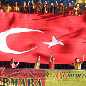 Yeni Malatya'dan dev bayraklı protesto