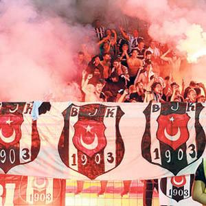 Beşiktaş taraftarına yangın önlemi